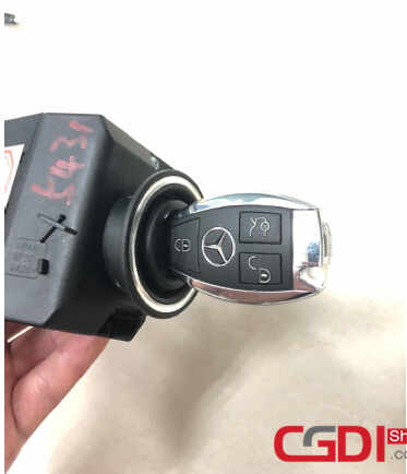 How to Use CGDI MB Add New Key for Benz W211 via OBD (34)